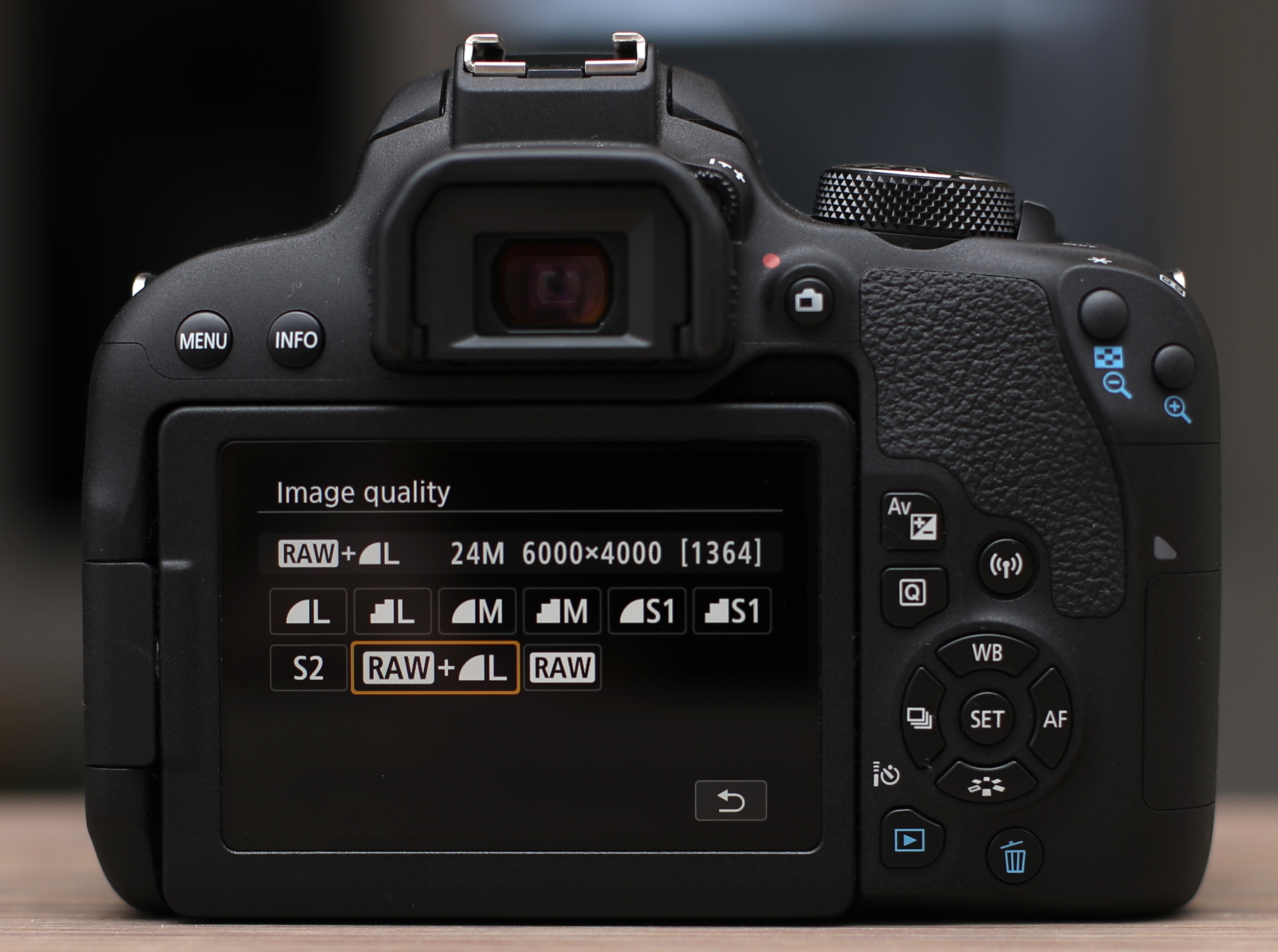 canon 800d performance